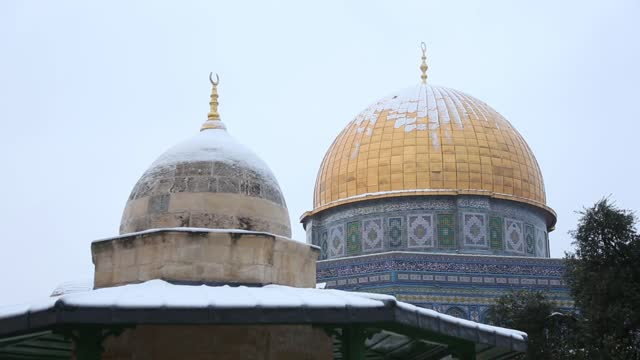 jerusalem residents on thursday woke up to a snowy day as the city received its first real snow after many years of anticipation. the snow began with... - jerusalem stock videos & royalty-free footage