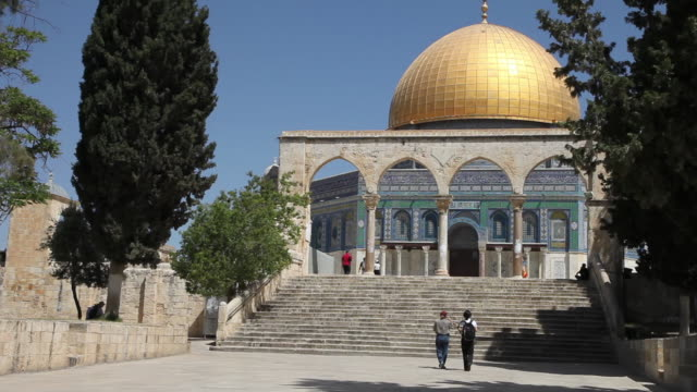 jerusalem, tempel mount (har habayit), al-aqsa mosque with the dome  of the rock - ヴィアドロローサ点の映像素材/bロール