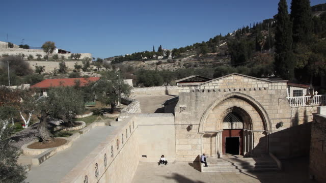 jerusalem, the church of the tomb of the virgin mary - ヴィアドロローサ点の映像素材/bロール