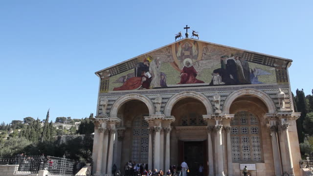 jerusalem, the facade of the church of all nations also knowns the basilica of the agony, in the mount of olives - ヴィアドロローサ点の映像素材/bロール