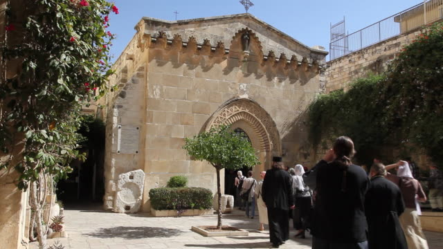 jerusalem, via dolorosa (jesus way of sorrows), 2nd station of the cross, chapel of the flagellation - ヴィアドロローサ点の映像素材/bロール