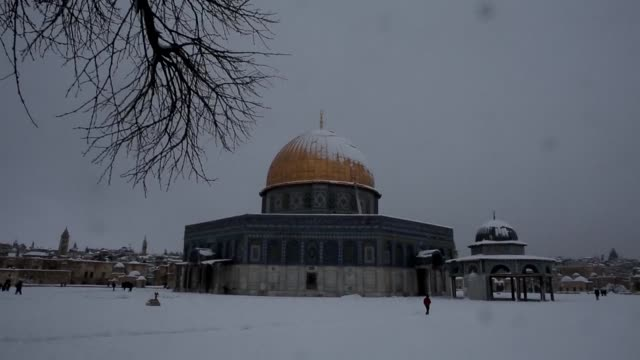 jerusalem woke up friday to around 25 centimetres of snow, as the second major blizzard of the winter swept across the hilltop holy city - jerusalem stock videos & royalty-free footage