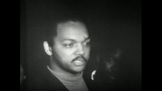 jesse jackson sr. gives an eyewitness account of the assassination of martin luther king; 1968. - editorial stock-videos und b-roll-filmmaterial