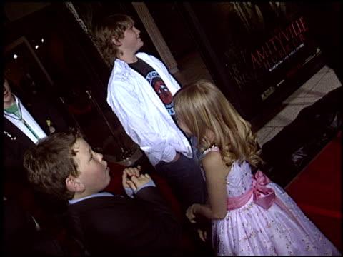 vídeos y material grabado en eventos de stock de jesse james at the premiere of 'the amityville horror' at arclight cinemas in hollywood, california on april 7, 2005. - arclight cinemas hollywood