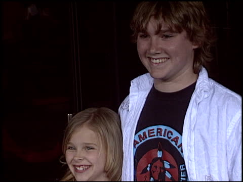 vídeos de stock e filmes b-roll de jesse james at the premiere of 'the amityville horror' at arclight cinemas in hollywood california on april 7 2005 - arclight cinemas hollywood