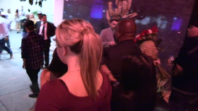 jesse jane being helped out by friends at bootsy bellows in west hollywood celebrity sightings in los angeles ca on 11/05/13 - jesse jane stock-videos und b-roll-filmmaterial