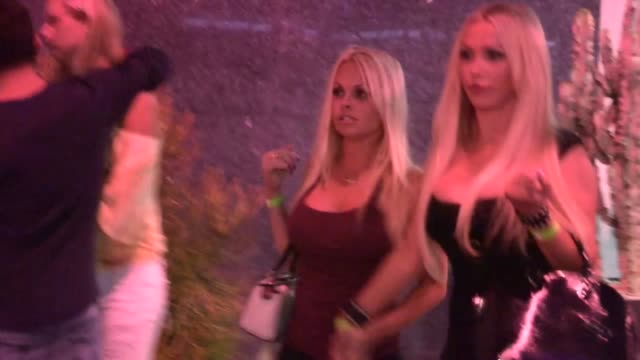 jesse jane greets fans while departing bootsy bellows in west hollywood 09/24/13 - jesse jane stock-videos und b-roll-filmmaterial