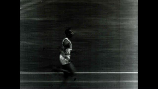 jesse owens, at the 1936 berlin olympics. he would win four gold medals. - afroamerikansk historia i usa bildbanksvideor och videomaterial från bakom kulisserna