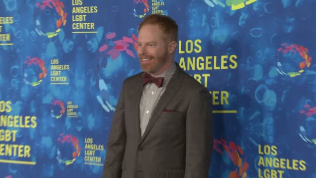 stockvideo's en b-roll-footage met jesse tyler ferguson and justin mikita at the los angeles lgbt center's 47th anniversary gala vanguard awards at pacific design center on september... - anniversary gala vanguard awards