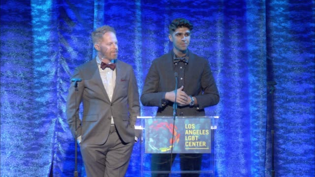 stockvideo's en b-roll-footage met speech jesse tyler ferguson and justin mikita at the los angeles lgbt center's 47th anniversary gala vanguard awards at pacific design center on... - anniversary gala vanguard awards