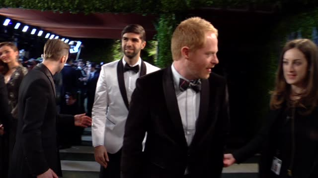 vídeos de stock, filmes e b-roll de jesse tyler ferguson at the 2013 vanity fair oscar party hosted by graydon carter jesse tyler ferguson at the 2013 vanity fair at sunset tower on... - vanity fair oscar party