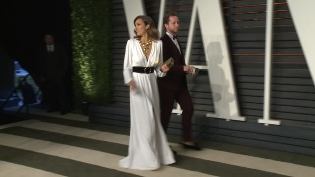 vidéos et rushes de jessica alba and derek blasberg at wallis annenberg center for the performing arts on february 28 2016 in beverly hills california - vanity fair oscar party