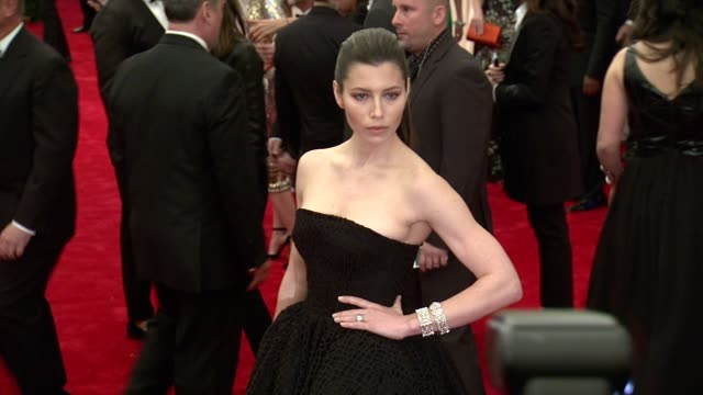 """vidéos et rushes de jessica biel at """"punk: chaos to couture"""" costume institute gala at metropolitan museum of art on may 06, 2013 in new york, new york - museum"""