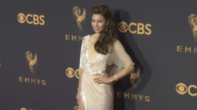 jessica biel at the 69th annual primetime emmy awards at microsoft theater on september 17 2017 in los angeles california - emmy awards stock-videos und b-roll-filmmaterial