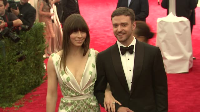 jessica biel justin timberlake at schiaparelli and prada impossible conversations costume institute gala at metropolitan museum of art on may 07 2012... - justin timberlake stock-videos und b-roll-filmmaterial