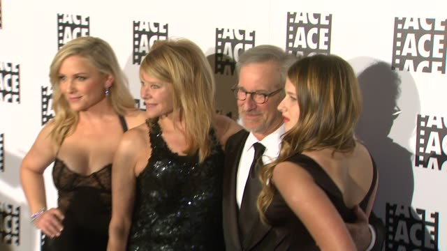 stockvideo's en b-roll-footage met jessica capshaw kate capshaw steven spielberg destry allyn spielberg 63rd annual ace eddie awards at the beverly hilton hotel on february 16 2013 in... - steven spielberg
