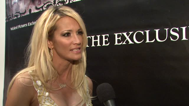 jessica drake on the recent hiv scare in the adult film industry and how its not just an industry problem but a global problem. at the erotica 2009... - retrovirus video stock e b–roll