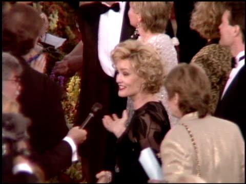 vídeos y material grabado en eventos de stock de jessica lange at the 1995 academy awards arrivals at the shrine auditorium in los angeles california on march 27 1995 - 67ª ceremonia de entrega de los óscars