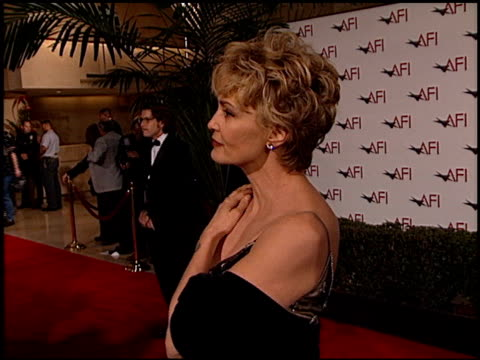 vidéos et rushes de jessica lange at the afi awards honoring dustin hoffman at the beverly hilton in beverly hills california on february 18 1999 - lange