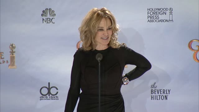 vídeos de stock e filmes b-roll de jessica lange on how the hair is the hardest part of the night at 69th annual golden globe awards press room on 1/15/2012 in beverly hills ca - prémio globo de ouro
