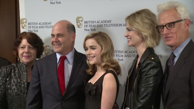 vídeos de stock e filmes b-roll de jessica paré, christina hendricks, matthew weiner, vincent slattery, kiernan shipka, vincent kartheiser, january jones and jon hamm at bafta new york... - vestido preto