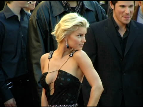 jessica simpson and nick lachey at the 2004 american music awards red carpet at the shrine auditorium in los angeles, california on november 14, 2004. - jessica simpson stock videos & royalty-free footage