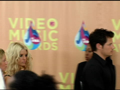 jessica simpson and nick lachey at the 2005 mtv video music awards arrivals at american airlines arena in miami florida on august 28 2005 - nick lachey stock videos & royalty-free footage