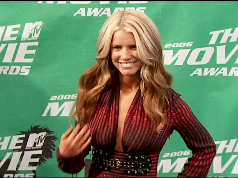 jessica simpson at the 2006 mtv movie awards red carpet at sony pictures studios in culver city, california on june 3, 2006. - jessica simpson stock videos & royalty-free footage