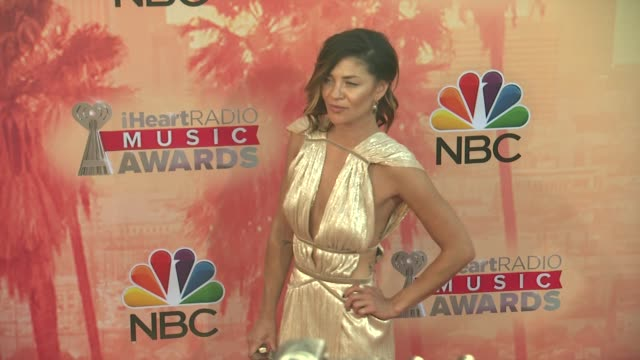 vídeos de stock, filmes e b-roll de jessica szohr at the 2015 iheartradio music awards red carpet arrivals at the shrine auditorium on march 29 2015 in los angeles california - shrine auditorium