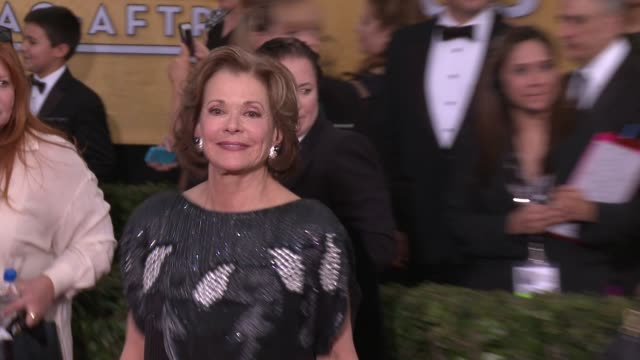 vídeos de stock, filmes e b-roll de jessica walter at 20th annual screen actors guild awards arrivals at the shrine auditorium on in los angeles california - shrine auditorium