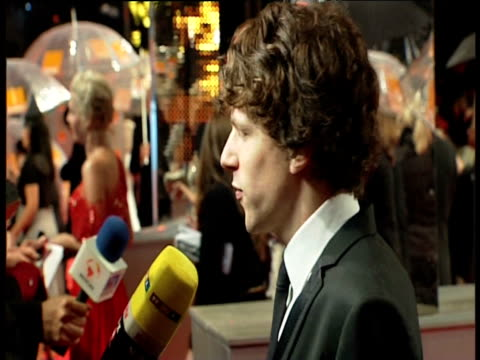 jessie eisenberg at the orange british academy film awards 2011 at london england. - ブランド名点の映像素材/bロール