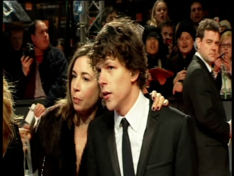jessie eisenberg at the orange british academy film awards 2011 at london england. - ブランド名点の映像素材/bロール