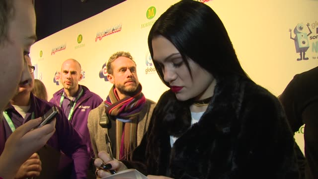 vídeos y material grabado en eventos de stock de interview jessie j on demi lovato and cabbage at the jingle bell ball 2014 on 7th december 2014 in london england - vegetal con hoja
