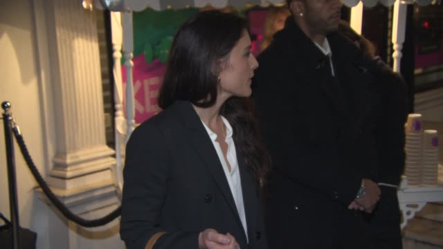 jessie ware arrives at stella mccartney store christmas lights at stella mccartney on november 26 2014 in london england - stella mccartney marchio di design video stock e b–roll