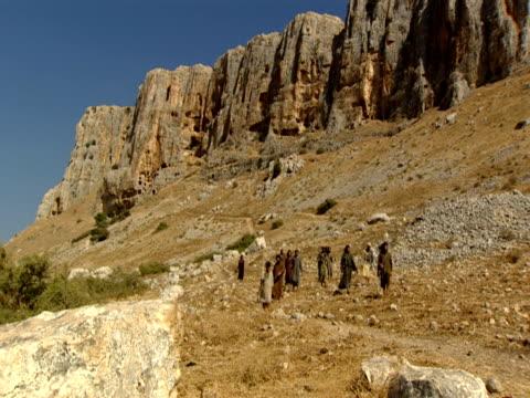 jesus and the disciples walking in mount arbel - apostel bildbanksvideor och videomaterial från bakom kulisserna