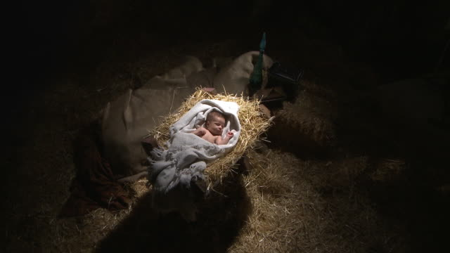 jesus in the manger - bildkomposition und technik stock-videos und b-roll-filmmaterial