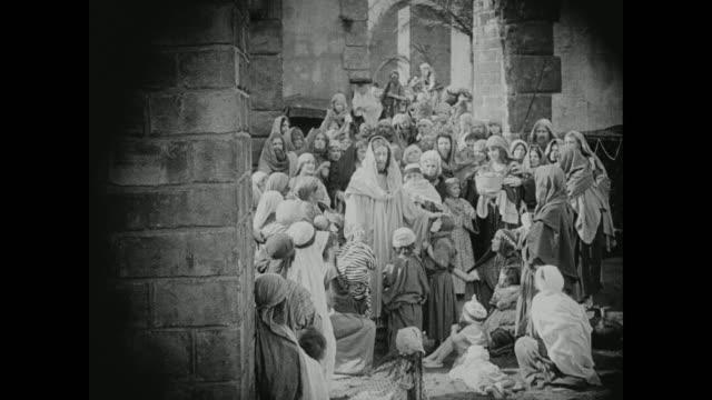 vídeos de stock, filmes e b-roll de jesus is surrounded by followers - cristianismo
