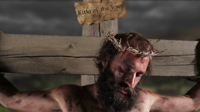 vidéos et rushes de jésus sur la croix - croix objet de culte
