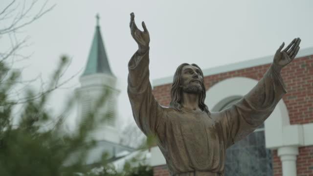 vídeos de stock e filmes b-roll de jesus statue - cristo redentor