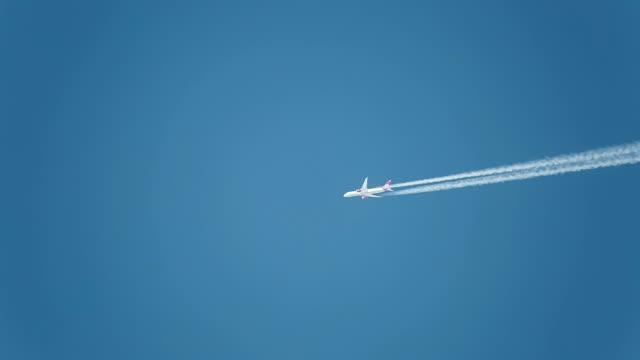 Jet aircraft in a blue sky. Boeing 787-9 Dreamliner. G-VBZZ. PVG-LHR. Altitude 36,000 ft/10,972m. Speed477 kts/ 883km/h.