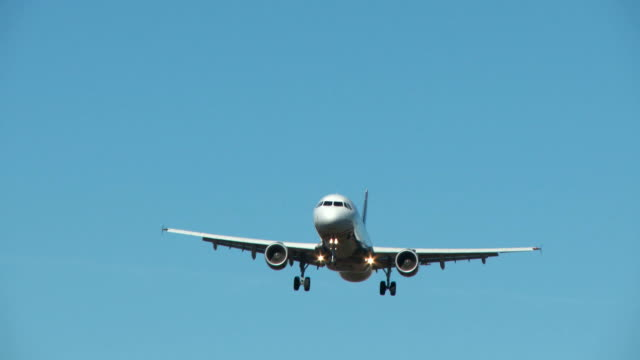 Jet Avión aterrizando