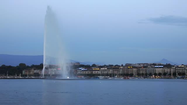 t/l ws jet d'eau on lake geneva, dusk to night, geneva, switzerland - fountain stock videos & royalty-free footage