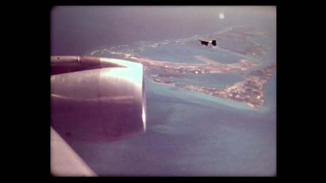 1976 jet engine over bermuda - isole dell'oceano atlantico video stock e b–roll
