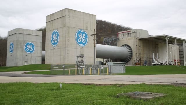 vídeos de stock e filmes b-roll de jet engines for commercial aviation are tested at the ge aviation test operations facility in peebles, ohio, u.s. on tuesday, april 14, 2015. shots:... - general electric