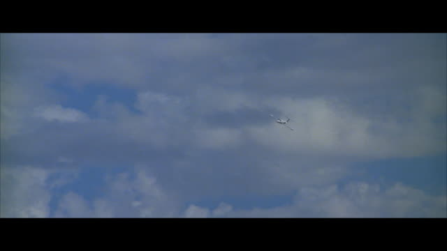 stockvideo's en b-roll-footage met air to air, jet flying against sky - letterbox format