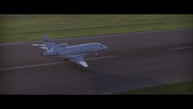 air to air, jet landing on runway and taking off - breitwandformat stock-videos und b-roll-filmmaterial