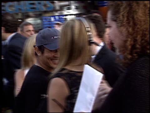 jet li at the premiere of 'the hulk' at universal amphitheatre in universal city, california on june 17, 2003. - ギブソンアンフィシアター点の映像素材/bロール