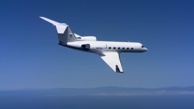 vidéos et rushes de jet losing altitude - avion privé d'entreprise