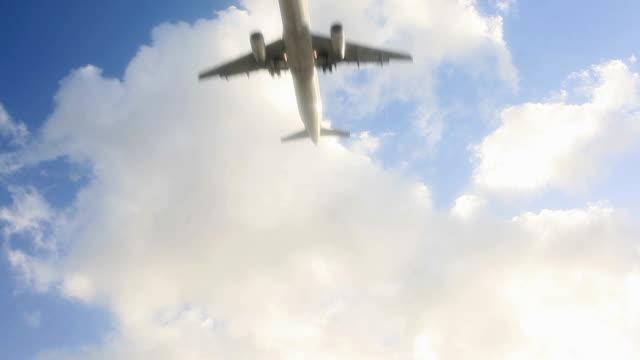 vidéos et rushes de jet avion atterrissant - première classe