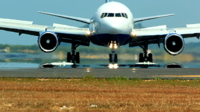 stockvideo's en b-roll-footage met jet plane taking off - taking off